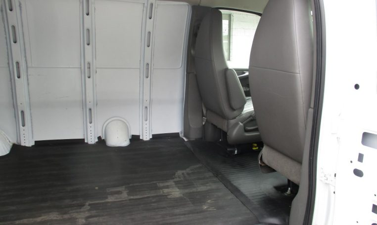 Thumbnail : 2011 CHEVROLET G1500 CARGO VAN 8656_IMG_1168-Medium-762x456