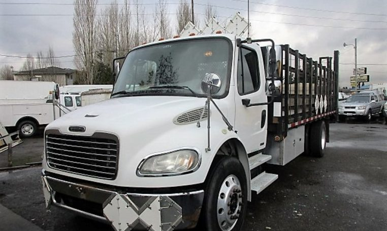 Thumbnail : 2005 FREIGHTLINER BUSINESS CLASS M2 FLATBED 8330_IMG_2440-Medium-762x456