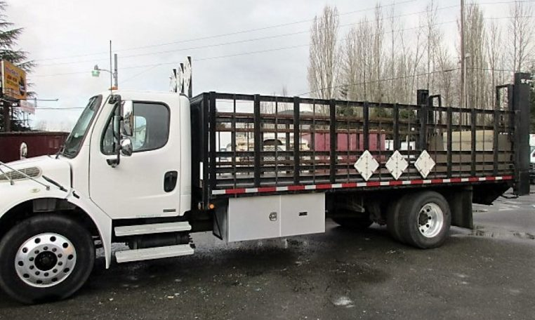 Thumbnail : 2005 FREIGHTLINER BUSINESS CLASS M2 FLATBED 8330_IMG_2441-Medium-762x456