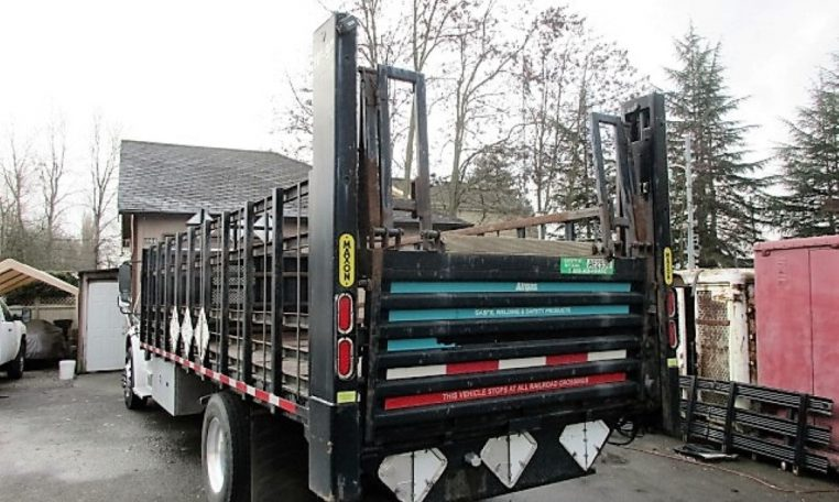 Thumbnail : 2005 FREIGHTLINER BUSINESS CLASS M2 FLATBED 8330_IMG_2442-Medium-762x456