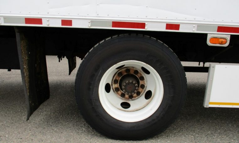 Thumbnail : 2000 ISUZU FTR BOX TRUCK 24 FT. 8544_IMG_0055-Medium-762x456